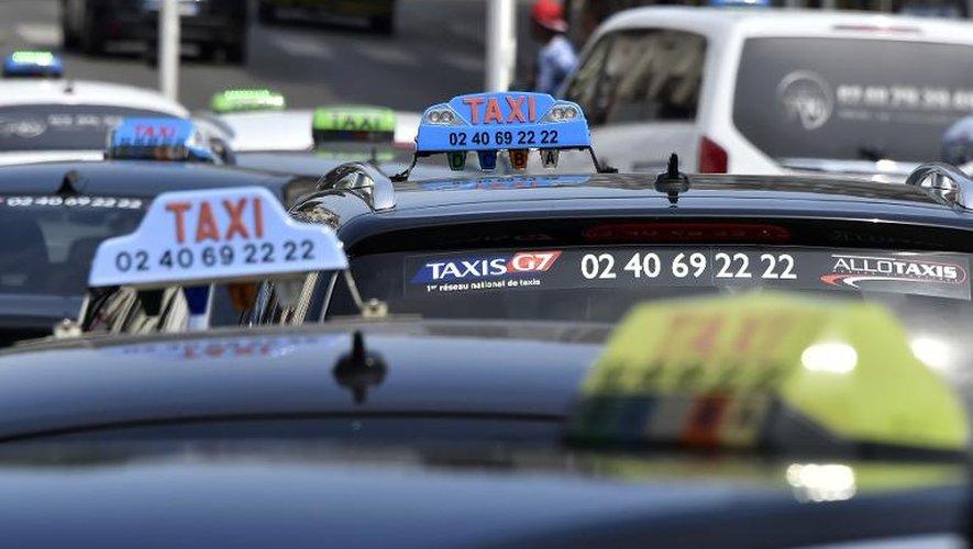 Taxis: accès bloqués pour 3 terminaux à Roissy, circulation difficile