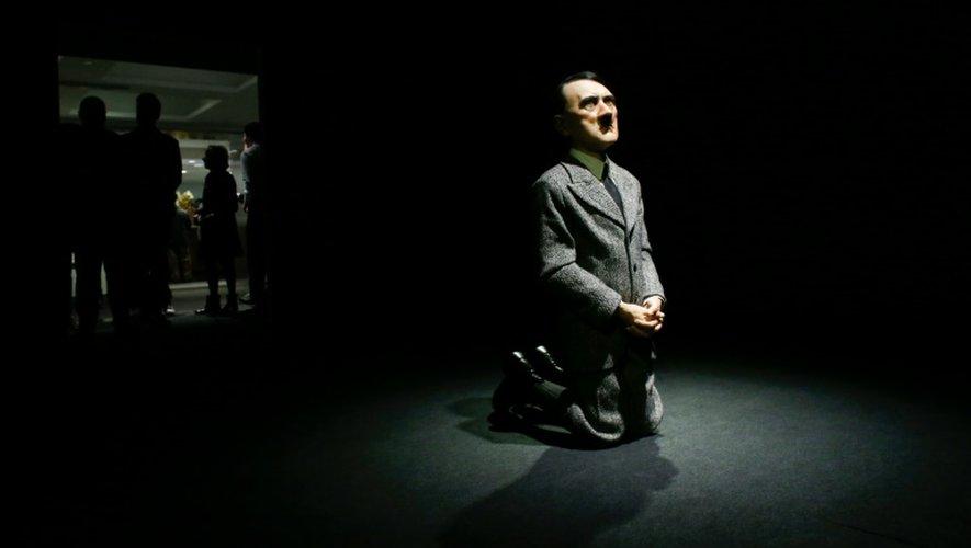 """L'oeuvre """"Lui"""" de l'artiste italien Maurizio Cattelan, montrée le 29 avril 2016 à New York"""