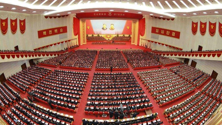 Photographie publiée le 8 mai 2016 par l'agence nationale de presse nord-coréenne KCNA montrant l'assemblée réunie lors du deuxième jour du congrès du parti unique à Pyongyang le 7 mai 2016