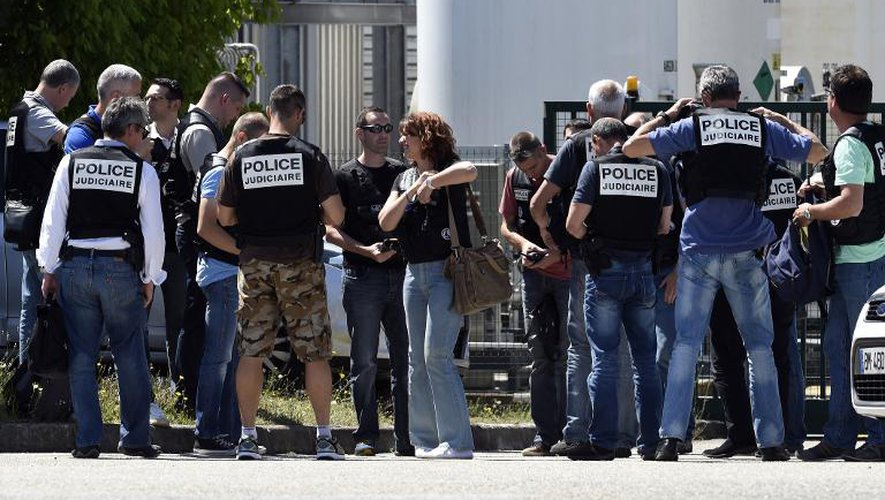 La police sécurise l'entrée de l'usine Air Products à Saint-Quentin-Fallavier
