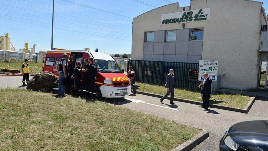 Les pompiers devant l'usine d'Air Products