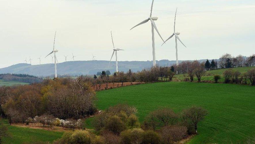 Une ferme d'éoliennes à Salles-Curan le 18 avril 2014