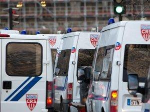 Trappes: tensions devant le commissariat une partie de la nuit