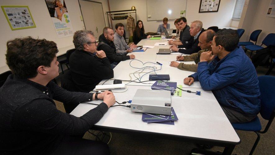 Des représentants de Face Aveyron, du Raf et de la Régie de territoire travaillent de concert avec les animateurs de quartiers ruthénois.