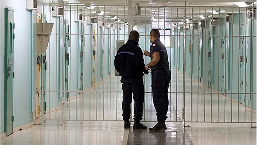 Entre misère, violence et folie : l'enfer des surveillants de prison