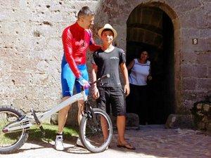 Forteresse de Najac : Hugues «Spiderman» Richard au sommet