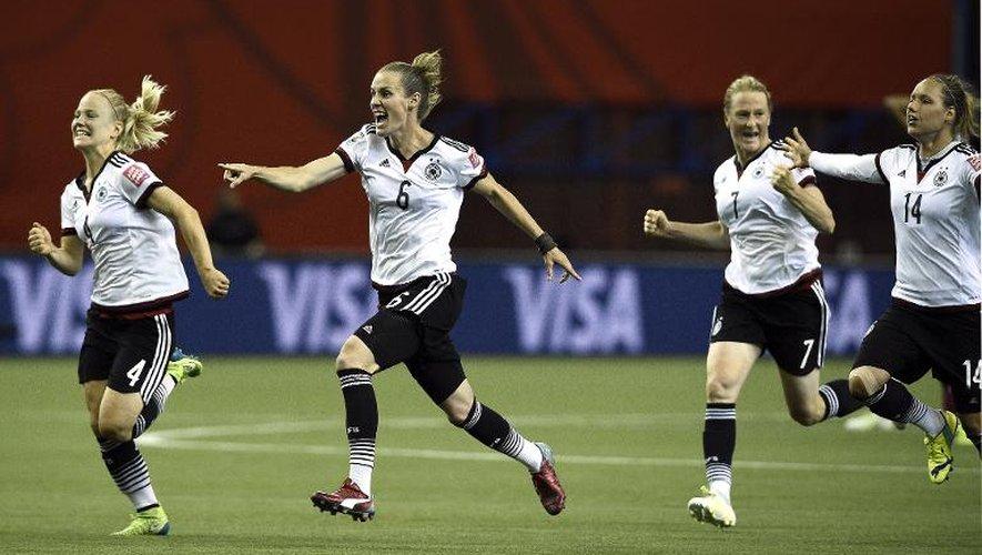 La joie des Allemandes qualifiées pour les demi-finales du Mondial devant la France, le 26 juin 2015  au stade olympique de Montréal