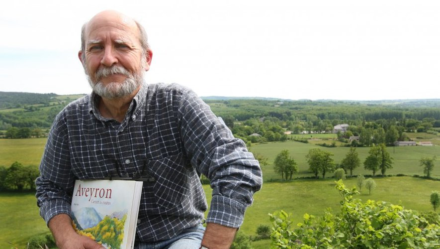"""Alain Marc et son dernier ouvrage """"Carnet de routes""""."""