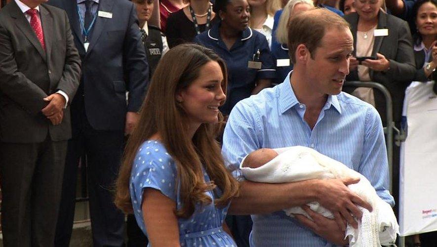Kate et William présentent leur bébé