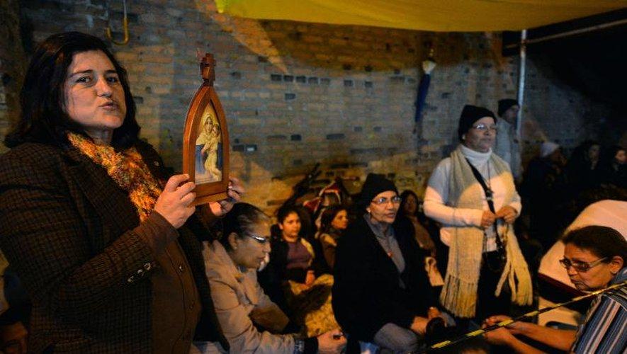 Des fidèles le 23 juillet 2013 devant le  sanctuaire marial d'Aparecida