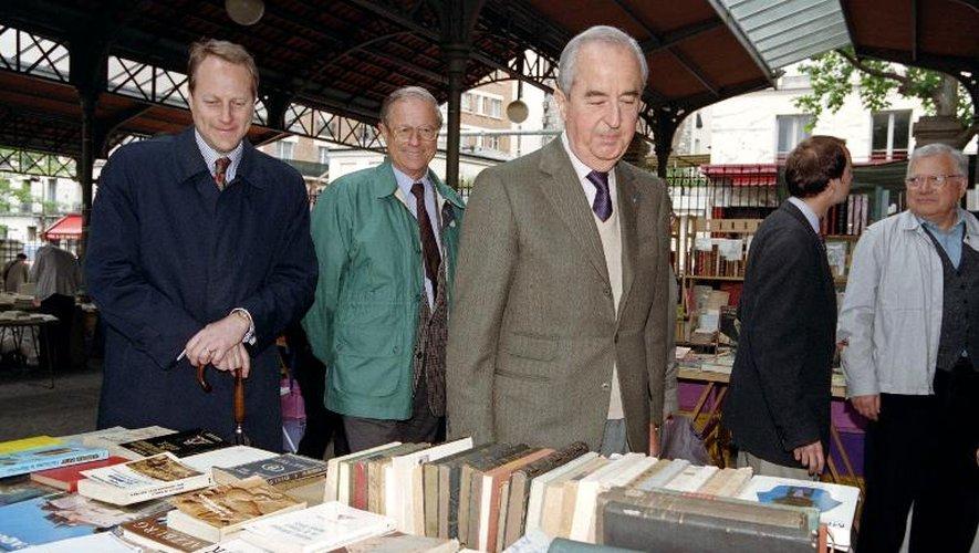 Photo d'archive de l'ancien Premier ministre, député RPR de Paris, Edouard Balladur (c) en compagnie de son ex-trésorier René Galy-Dejean (2e plan G en vert), le 03 juin 1995 à Paris