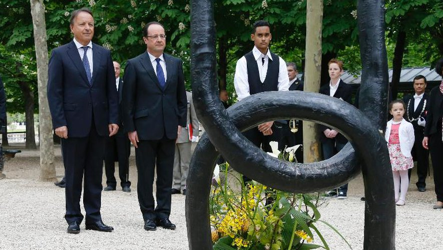 L'abolition de l'esclavage commémorée par Valls et Hollande