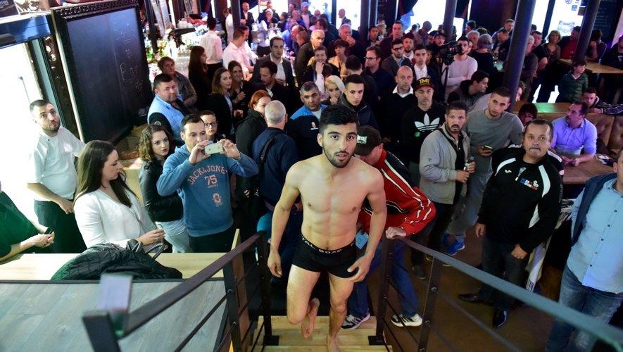 Hier soir, la peséedes boxeurs -sous les yeux de Mahyar Monshipour-, a littéralement rempli la brasserie des Colonnes.