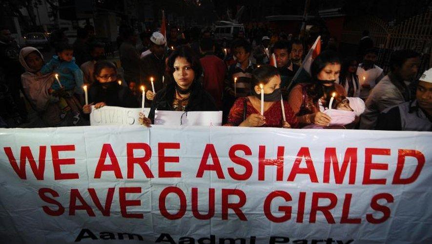Des manifestants à Guwahati en Inde après le décès d'une étudiante indienne, victime d'un viol collectif, le 29 décembre 2012
