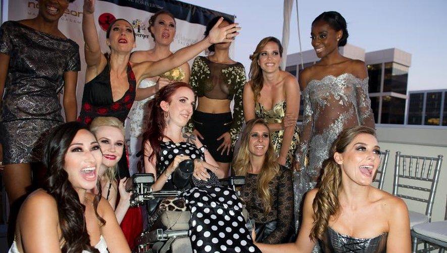 La créatrice de mode Lucie Carrasco (c) entourée le 24 juillet 2013 des modèles présentés le 24 juillet 2013 lors d'un défilé à Beverly Hills, en Californie