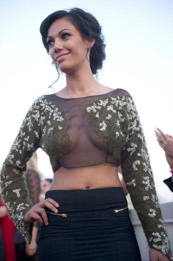 Un modèle de Lucie Carrosco présenté lors d'un défilé de mode le 24 juillet 2013 à Beverly Hills, en Californie