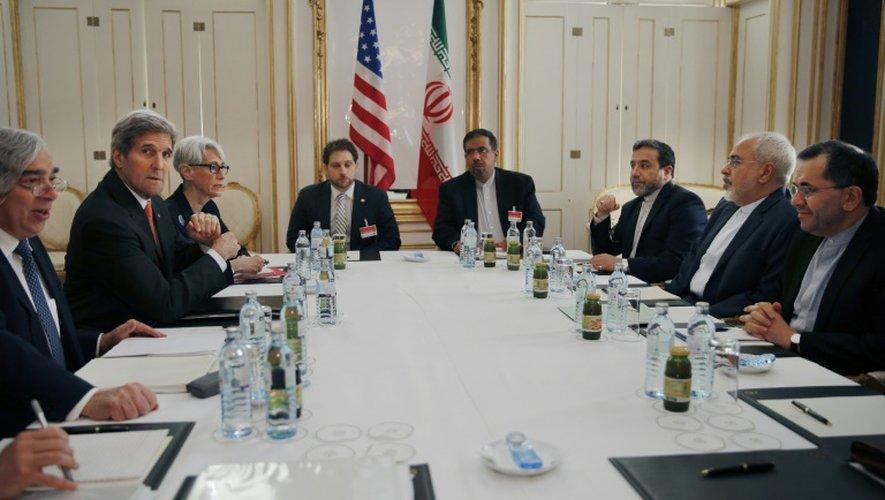 Les délégations américaine (à gauche) et iranienne aux négociations sur le nucléaire iranien, à Vienne, le 28 juin 2015