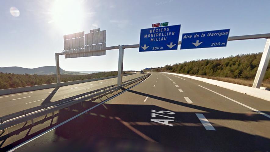 La collision s'est produite sur l'autoroute A75, dans le sens nord-sud, au niveau de l'aire de la Garrigue.