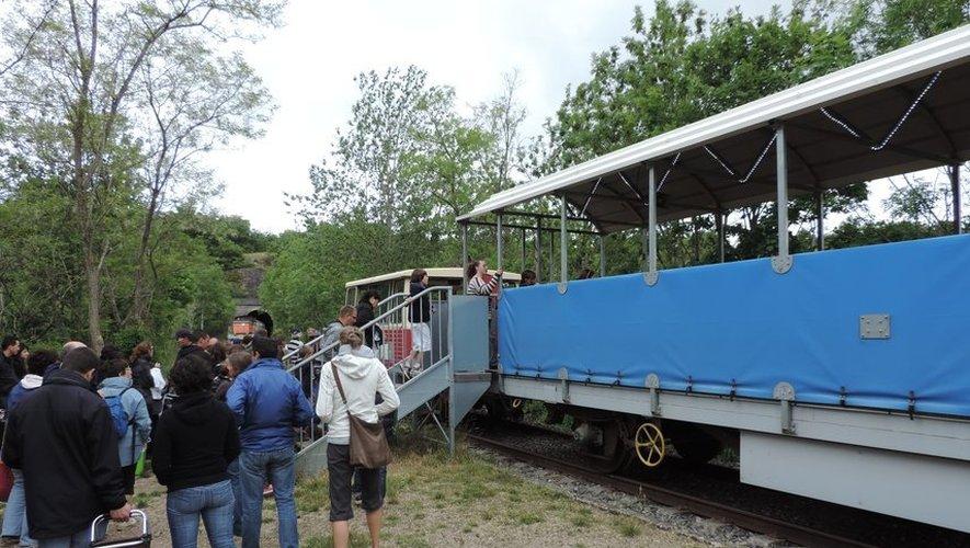 Le retour vers Sainte-Eulalie-de-Cernon peut s'effectuer en train touristique.