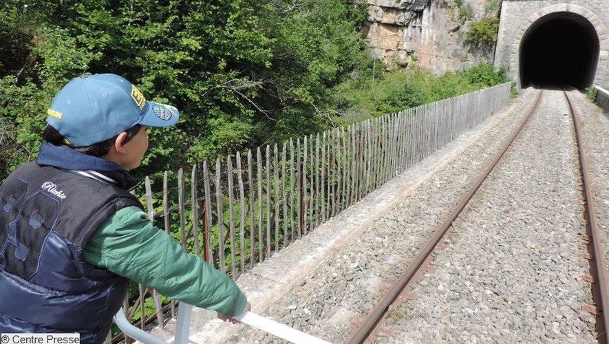 Sur les trajets, la voie ferrée emprunte quelques tunnels. Un passage apprécié par les enfants.