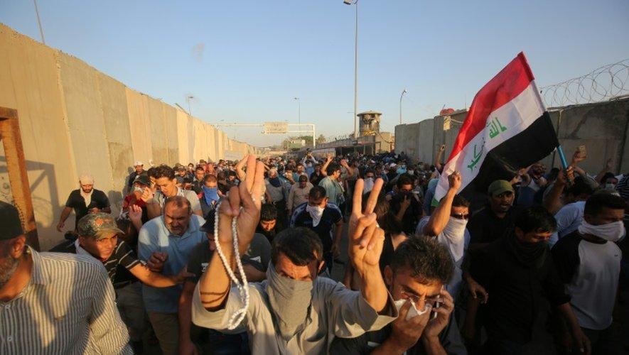 Des partisans du leader chiite Moqtada al-Sadr manifestent à Bagdad en Irak, le 20 mai 2016