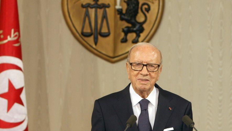 Photo fournie par le service de presse de la présidence tunisienne montrant le président Béji Caïd Essebsi donnant une conférence de presse à Tunis le 4 juillet 2015