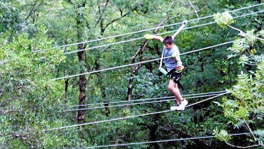 Après la paroi de 40 mètres, l'escalade se poursuit et reste toujours accessible au lus grand nombre. Les enfants y sont les bienvenus, mais toujours bien accrochés. On ne le répétera jamais assez : la sécurité est primordiale lorsque l'on se retrouve au-dessus du vide.