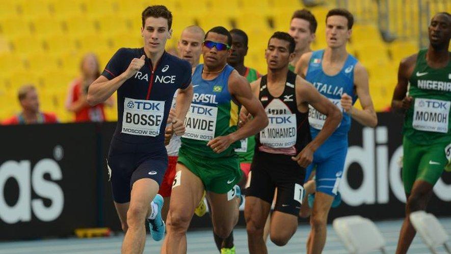 Le Français Pierre-Ambroise Bosse en tête de son 800 m lors des qualifications des Mondiaux d'athlétisme de Moscou, le 10 août 2013 au stade Luzhniki.