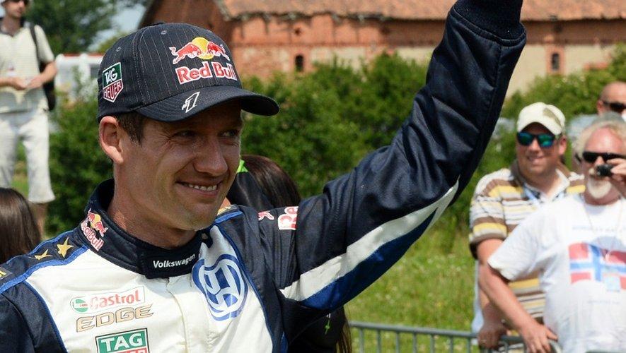 Sébastien Ogier (VW Polo R) célèbre sa victoire au rallye de Pologne WRC, le 5 juillet 2015 à Baranowo