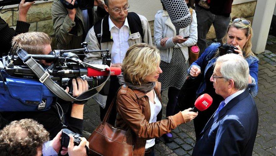 Le candidat à la présidence de la commission européenne Jean-Claude Junker répond à des interviews le 25 mai 2014 à Luxembourg