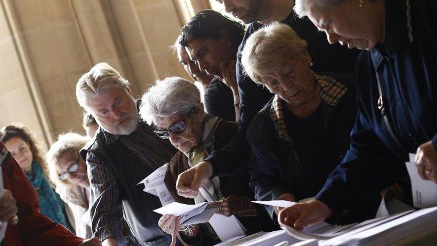 Des électeurs à Barcelone le 25 mai 2014