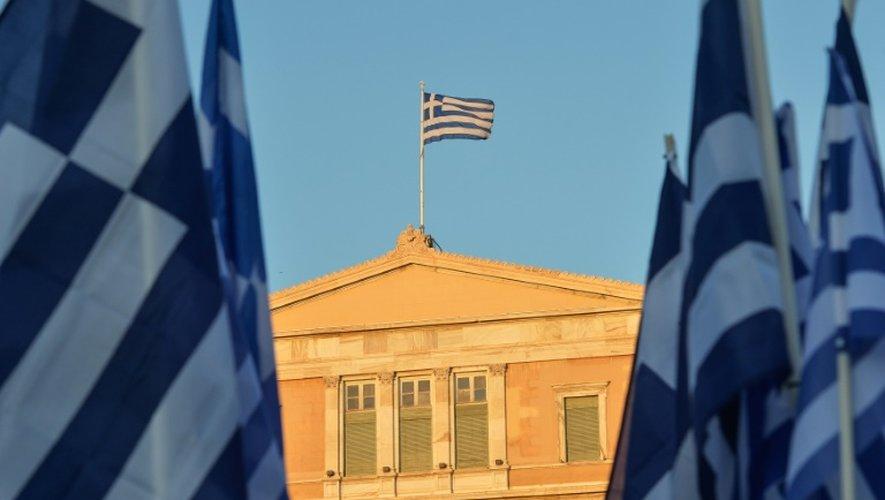 Le drapeau grec sur le Parlement à Athènes, le 5 juillet 2015