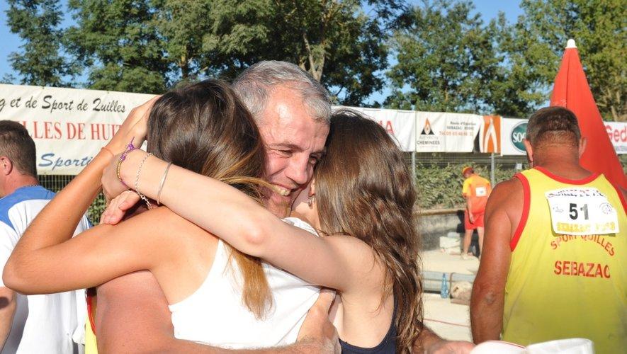 Christophe Recoules n'a pas pu retenir son émotion une fois ses filles dans les bras.