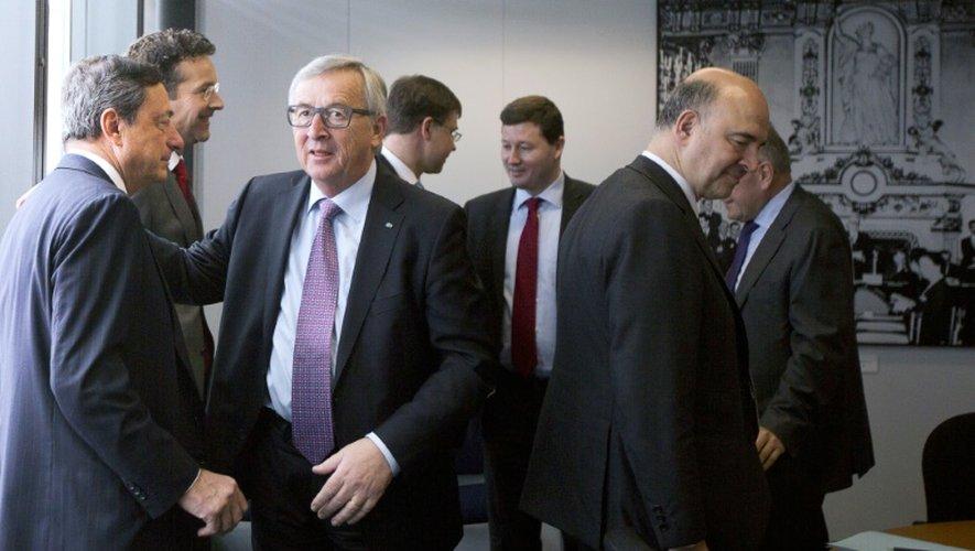Le président de la BCE Mario Draghi, le président de la Commission européenne Jean-Claude Juncker, et le commissaire européen Pierre Moscovici le 24 juin 2015 à Bruxelles