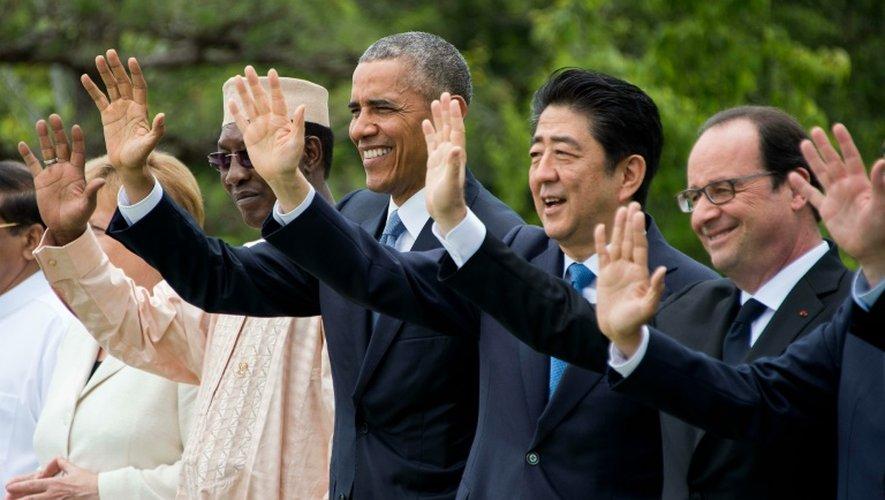 Barack Obama entre Idriss Deby Itno,  Shinzo Abe et François Hollande lors du G7 le 27 mai 2016 à Shima