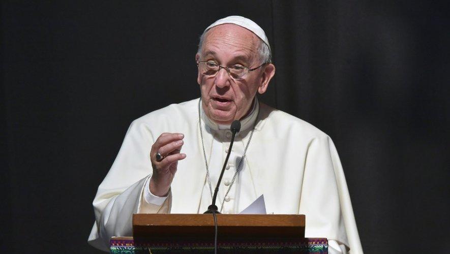 """En Bolivie, le pape demande la fin du """"génocide"""" des chrétiens au Moyen-Orient"""