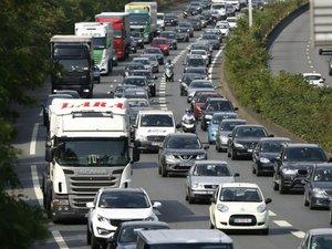 Départ en vacances: fortes perturbations sur les routes, 300 km de bouchons