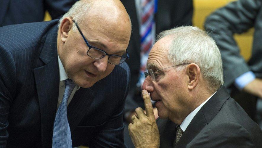 Les ministres français, Michel Sapin, et allemand, Wolfgang Schäuble, des Finances lors de la réunion de l'Eurogroupe le 12 juillet 2015 à Bruxelles