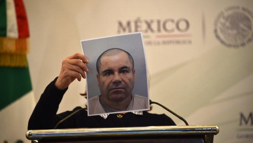 """Photo du baron de la drogue en cavale Joaquin """"El Chapo"""" Guzman présentée lors d'une conférence de presse des autorités mexicaines à Mexico, le 13 juillet 2015"""