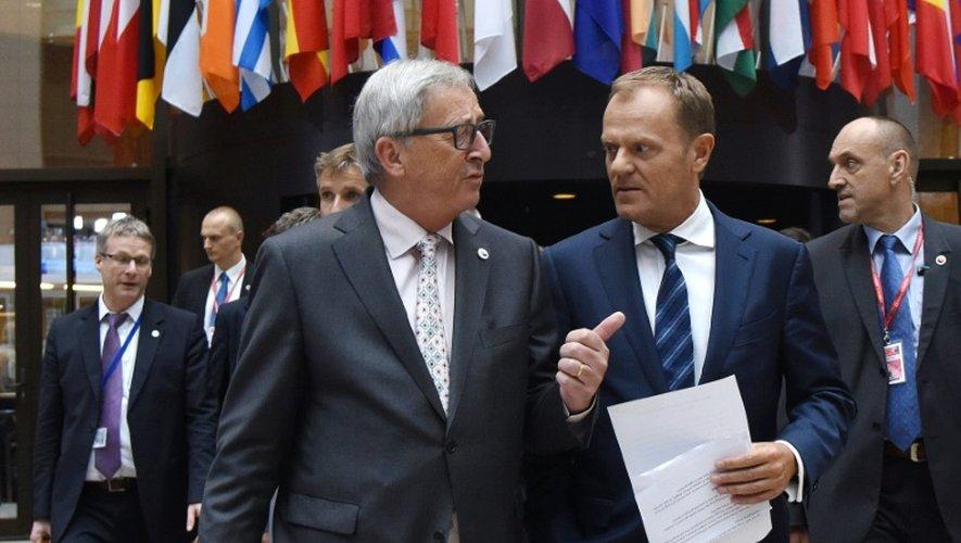 Le président de la Commission européenne Jean-Claude Juncker et le président du Conseil européenne Donald Tusk à leur arrivée pour une conférence de presse sur la Grèce le 13 juillet 2015 à Bruxelles