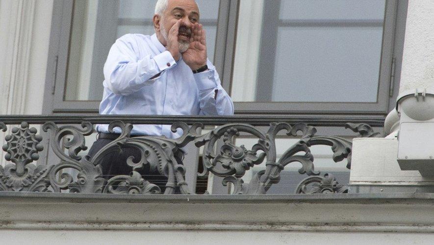 Le ministre iranien des Affaires étrangères Mohammad Javad Zarif au balcon de l'hôtel du palais Cobourg le 11 juillet 2015 à Vienne