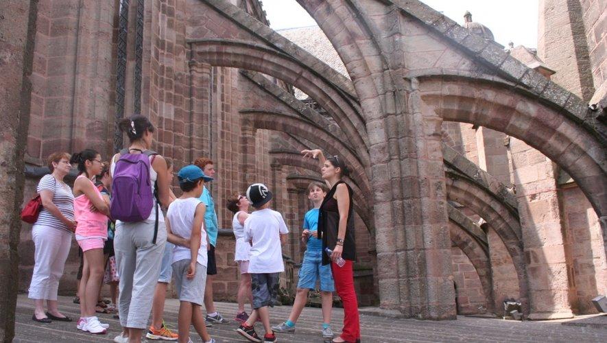 La cathédrale bénéficie actuellement de travaux de restauration des maçonneries extérieures du bas-côté sud de la nef et de ses terrasses à l'étanchéité défaillante.