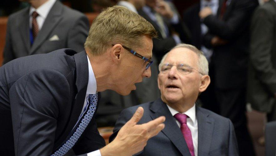 Le ministre des Finances finlandais Alexander Stubb et son homologue allemand Wolfgang Schäuble, partisans du ligne dure face à Athènes, à l'ouverture du réunion de l'Eurogroupe, le 13 juillet 2015 à Bruxelles