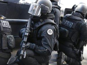Hauts-de-Seine: des malfaiteurs armés retranchés dans un magasin, une dizaine d'employés seraient à l'intérieur