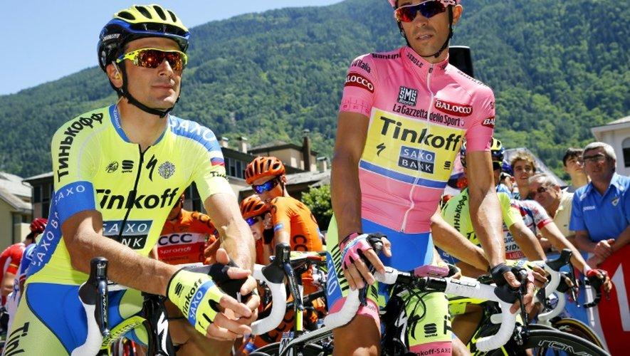 Ivan Basso (g) et Alberto Contador, coéquipiers chez Tinkoff, lors du Tour d'Italie, le 27 mai 2015 à Tirano