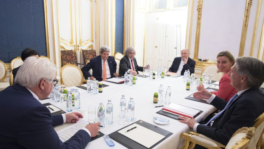 Table de négociations des diplomates sur le dossier du nucléaire iranien à l'hôtel du palais Cobourg à Vienne, le 14 juillet 2015
