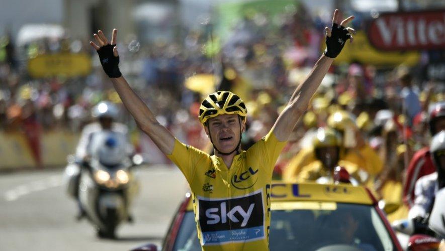 Le Britannique Chris Froome vainqueur de la 10e étape du Tour de France au sommet de la montée de La Pierre-Saint-Martin, le 14 juillet 2015
