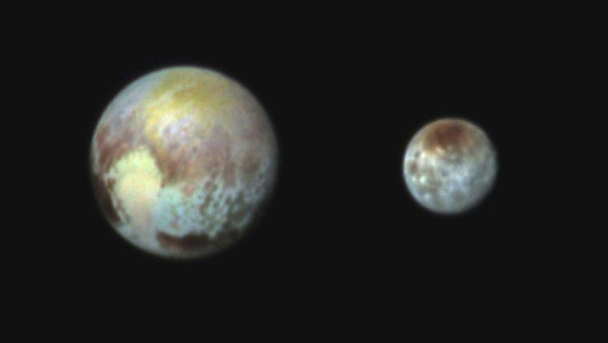 Une image de la Nasa représentant Pluton et Charon  le 14 juillet 2015