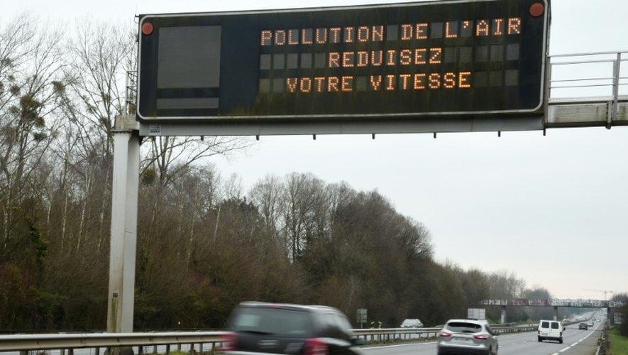 La pollution de l'air coûterait plus de 100 milliards d'euros par an à la France, en dépenses de santé, absentéisme dans les entreprises ou baisse des rendements agricoles