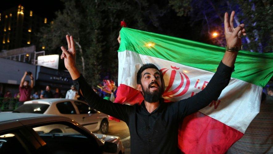Un Iranien célèbre l'accord sur le nucléaire le 14 juillet 2015 à Téhéran